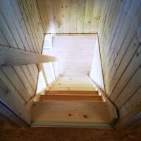Treppe vom Schlafbereich in den Wohnbereich