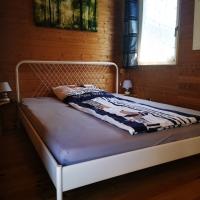 Schlafzimmer im Erdgeschoss, Bett 140x200cm